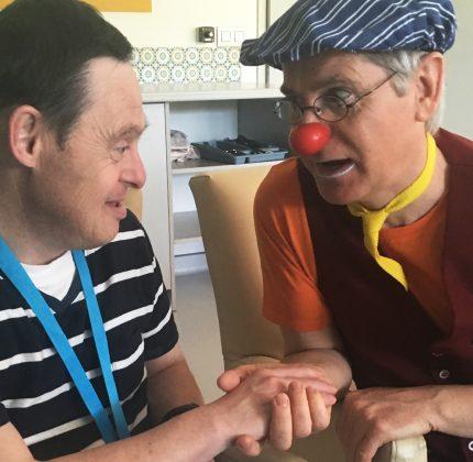 Azor Pixel, le clown relationnel