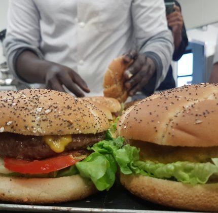 Repas spécial Burger au restaurant Le Magellan