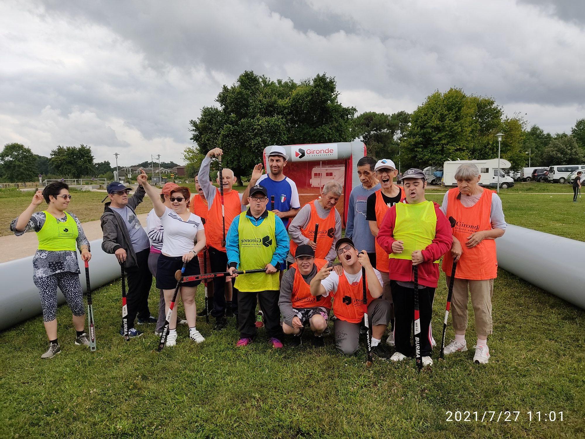 SPORTS & LOISIRS <br> Initiation hockey sur gazon pour le FO-FAM de Gujan-Mestras